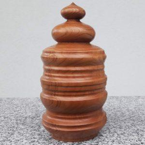 Dose aus Kirschholz, 8,5 x 17 cm