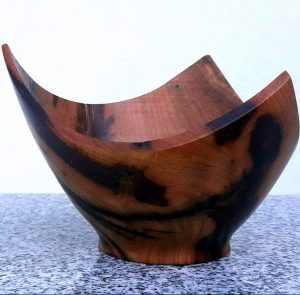 Dreieckschale aus alter Marille 15 x 10 cm