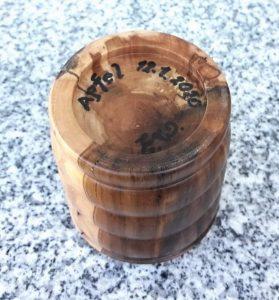 Dose aus Apfelholz