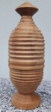 Eierbecher mit Warmhaltekappe aus Eschenholz