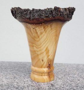 Vase aus altem Marillenholz