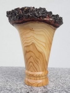 Vase aus altem Marillenholz, 14 x 15 cm
