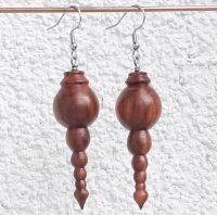 Ohranhänger aus Marillenholz, 17 x 50 mm