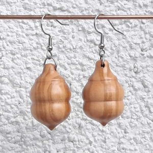 Ohranhänger aus Fliederholz, 18 x 20 mm