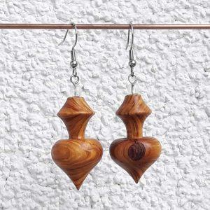 Ohranhänger Herz-Karo aus Perückenstrauchholz, 18 x 33 mm