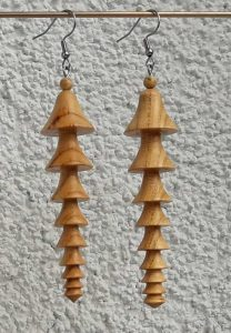 Ohranhänger China2 aus Marillenholz 15 x 65 mm