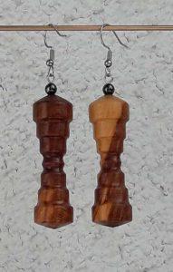 Ohranhänger aus Marillenholz, 15 x 48 mm