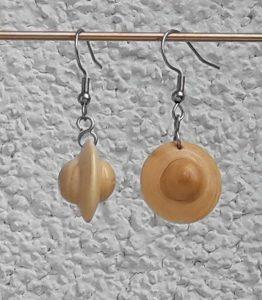 Ohranhänger UFO aus Marillenholz, 20 x 15 mm
