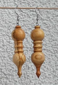 Ohranhänger Doppelkugel aus Marillenholz