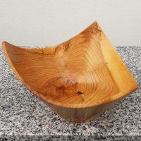 Dreieckschale aus Marillenholz, 17 x 10,5 cm