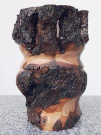 Rustikaler Becher aus altem Apfelholz