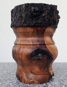 Rustikaler Becher aus altem Apfelholz, 11 x 14 cm