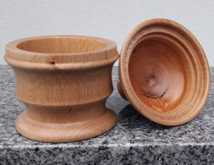 Dose aus Buchen- und Kirschenholz 9,5 x 14 cm