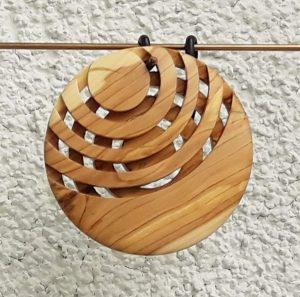 Anhänger aus Fliederholz 6 x 0,8 cm